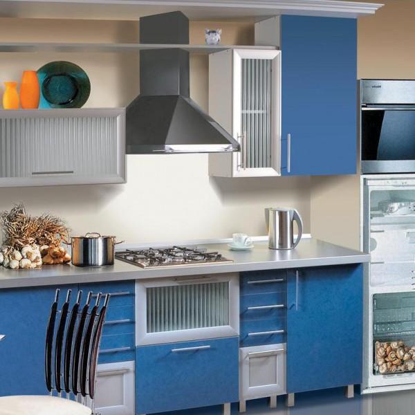 Кухонный гарнитур для маленькой кухни с фасадами из ДСП