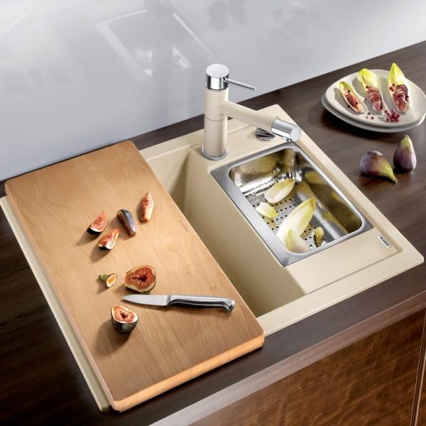 Кухонная мойка с аксессуарами
