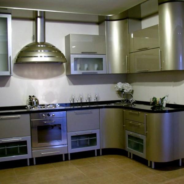 кухонный гарнитур с встроенной техникой фото