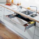 Выдвижная полочка для кухонных мелочей