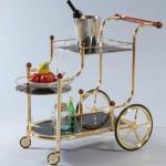 Изящный сервировочный столик на колесах
