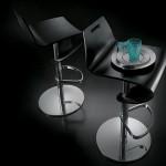 Черные барные стулья
