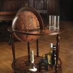 Сервировочный столик с баром-глобусом