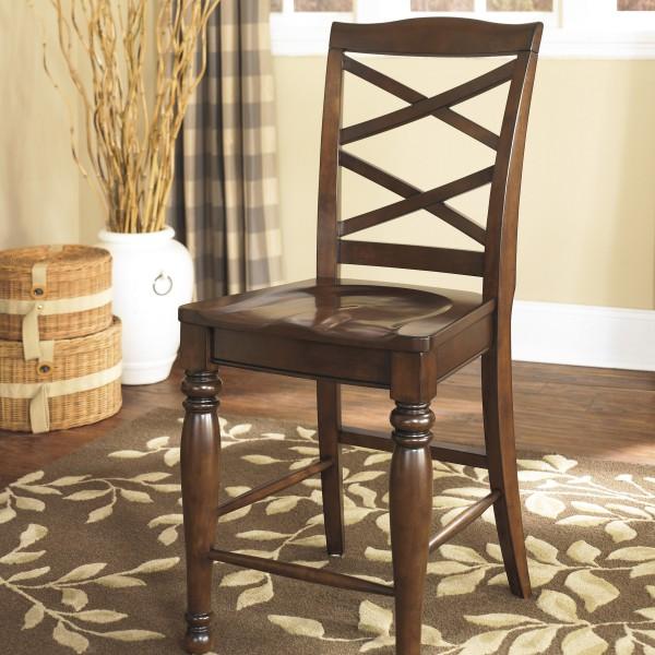 Деревянный стул в деревенском стиле