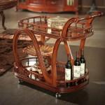Деревянный сервировочный столик фото