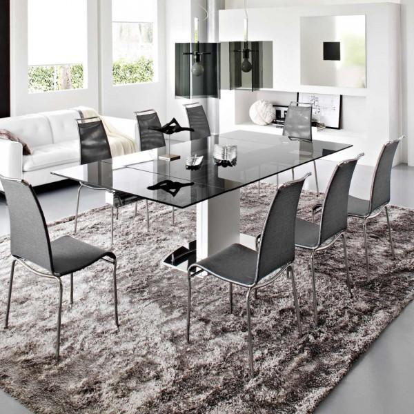 дизайн столовой с металлическими стульями