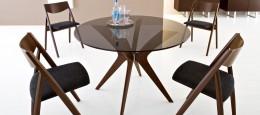 Складные деревянные стулья: особенности конструкции и критерии выбора
