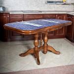Стол с плиткой синий