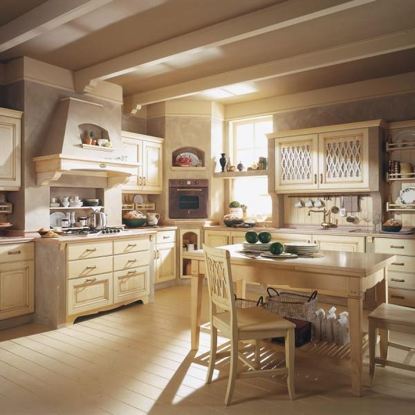 Деревянный стол в интерьере кухни