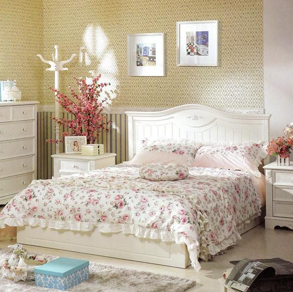 На фото изображена спальня в стиле прованс
