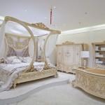 Спальня барокко в пастельных тонах