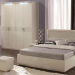 Белая глянцевая спальня