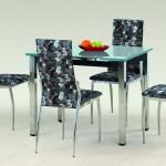 Стеклянный стол с хромированными ножками