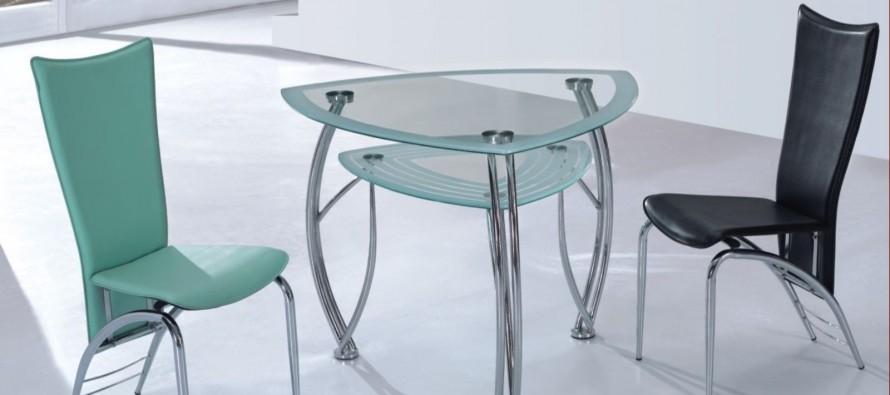Треугольный стеклянный кухонный стол