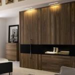 Красивый платяной шкаф в составе стенки