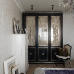 Платяной шкаф стилизованный под старину