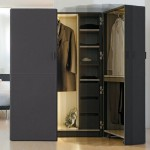 Вместительный платяной шкаф с необычной конструкцией