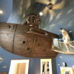 Детская комната с пиратским кораблем