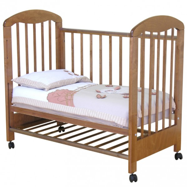 Кроватка с опущенным бортиком