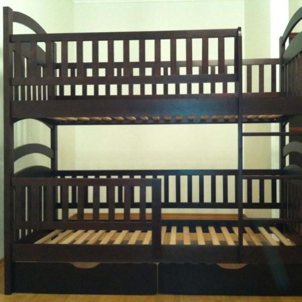 Двухъярусная кровать с защитными бортиками