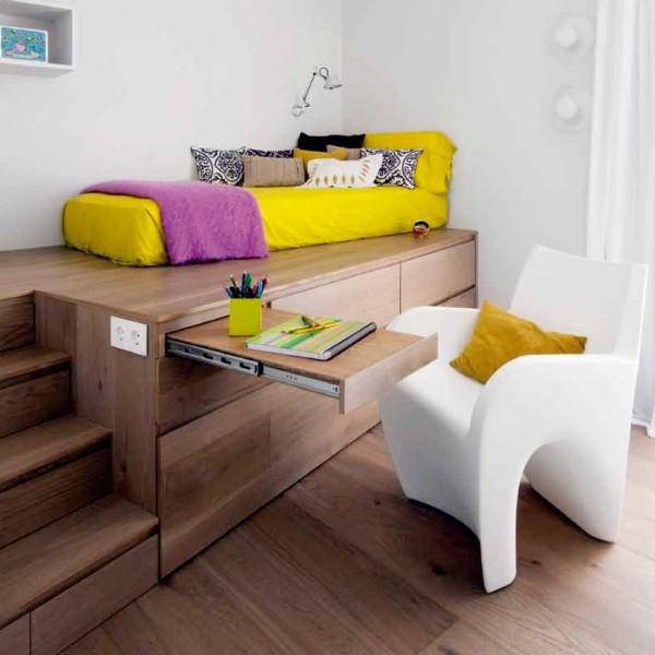 Кровать на подиуме в интерьере детской