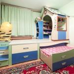 Кровать-подиум с домиком