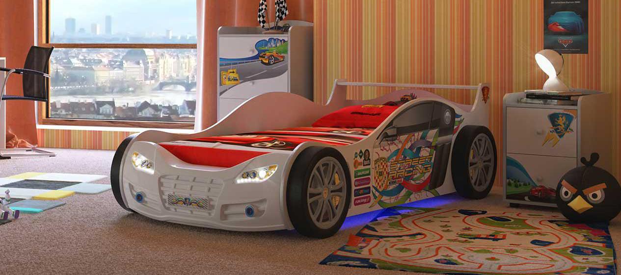 Кровать в виде машинки: самая интересная и большая игрушка в детской
