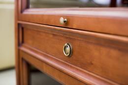 Угловой комод — удобное решение для спальни
