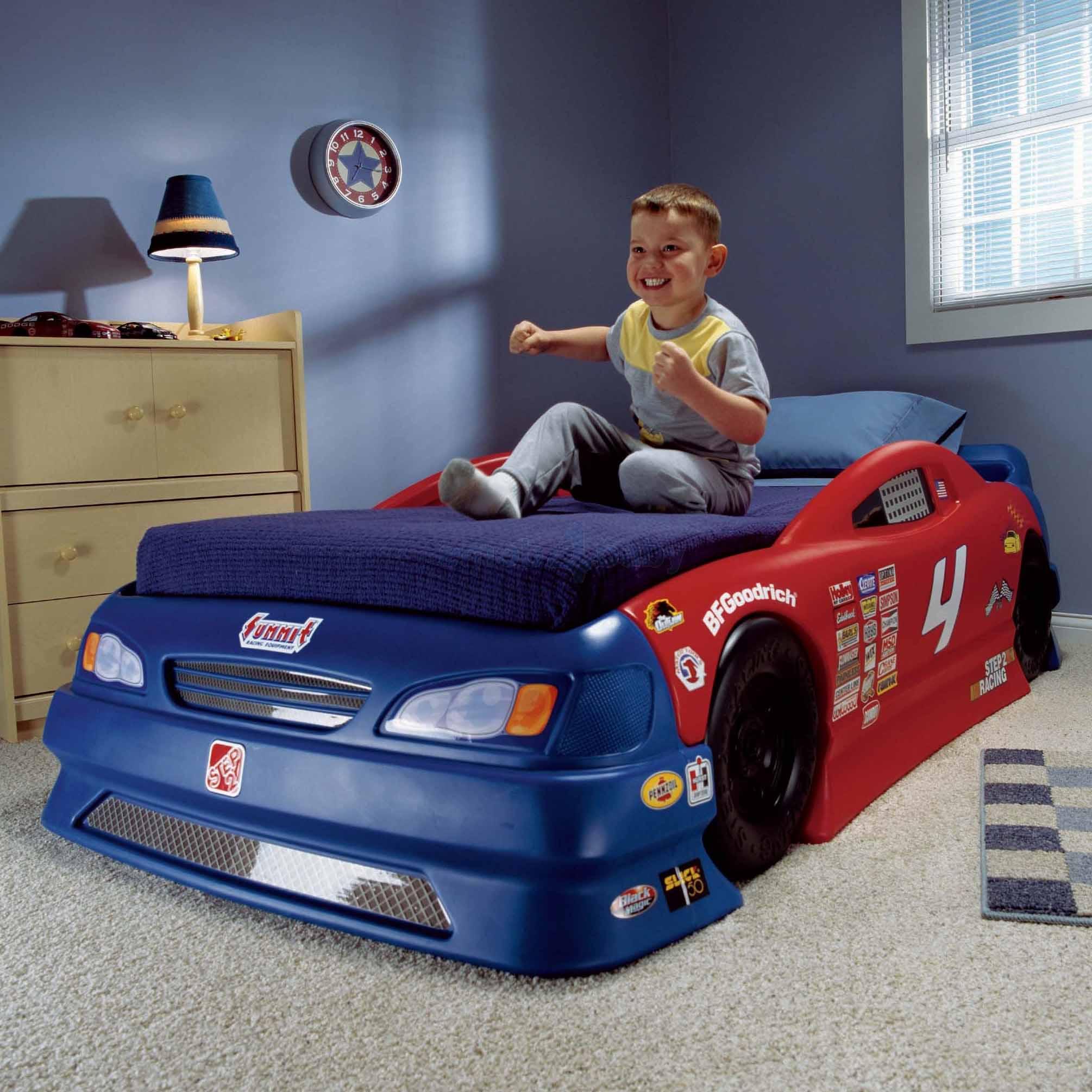 кровать в виде машинки