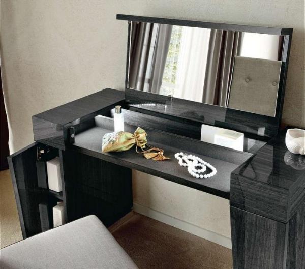 Черный туалетный столик