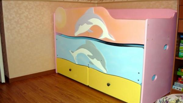 Кровать с дельфинами