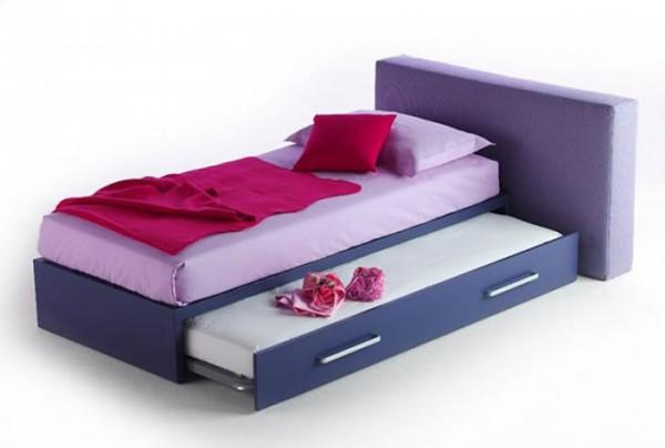 Кровать яркой расцветки