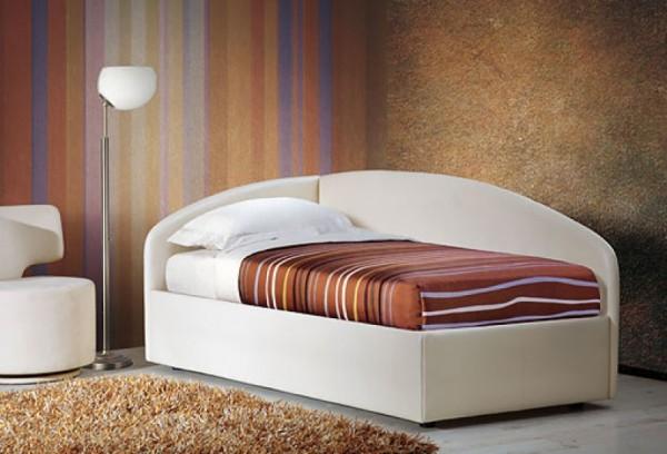 Односпальная кровать коричневая