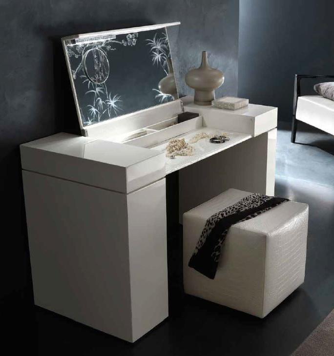 Туалетный столик с подсветкой и откидным зеркалом