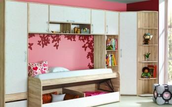 Угловой шкаф в комнате для ребенка