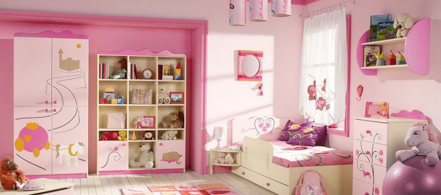 детская комната с пластиковым комодом