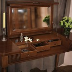 Столик с откидным зеркалом