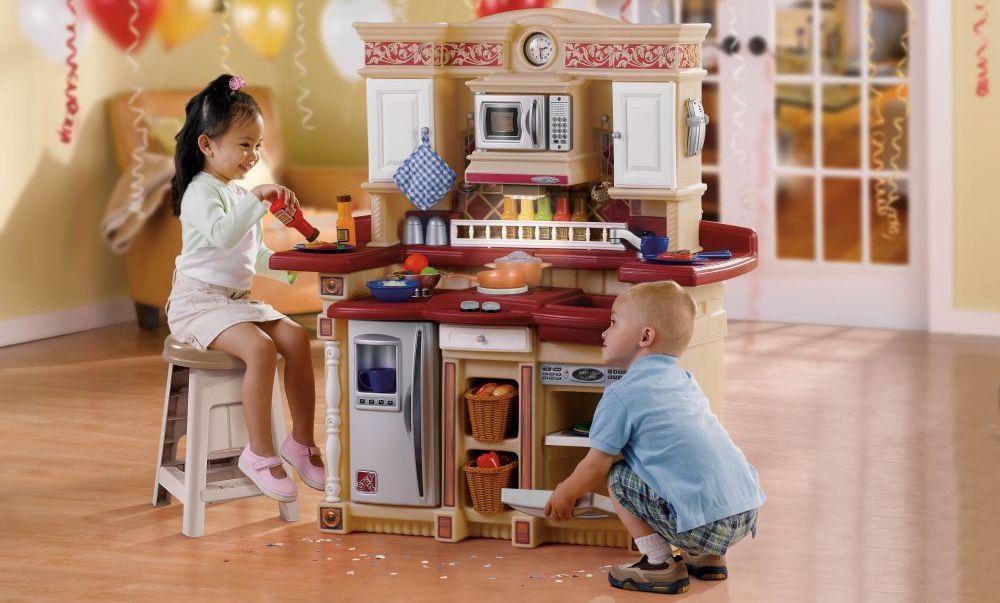 Полезный помощник в развитии ребенка - игровая кухня в детской комнате
