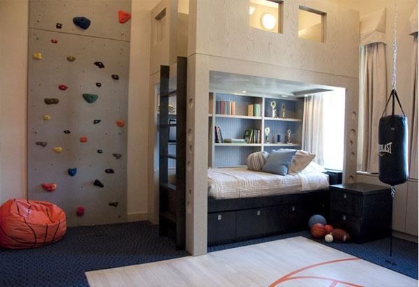 Детский спортивный уголок в большой комнате