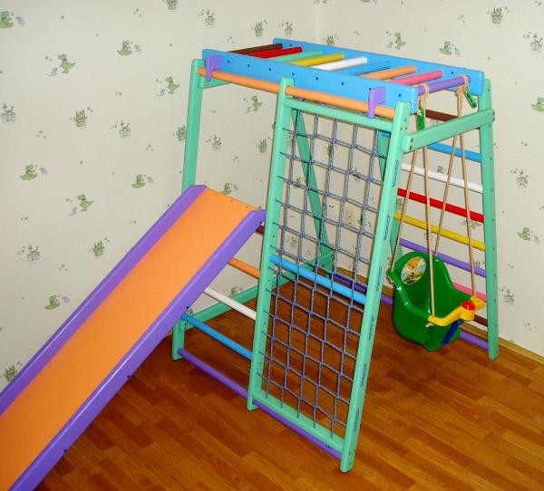 Детский спортивный уголок в маленькой комнате
