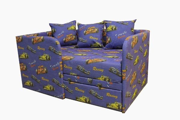 Диван-кровать с бортиками и автомобильной обшивкой