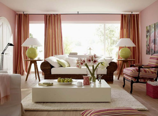 Фото белого журнального столика в интерьере гостиной
