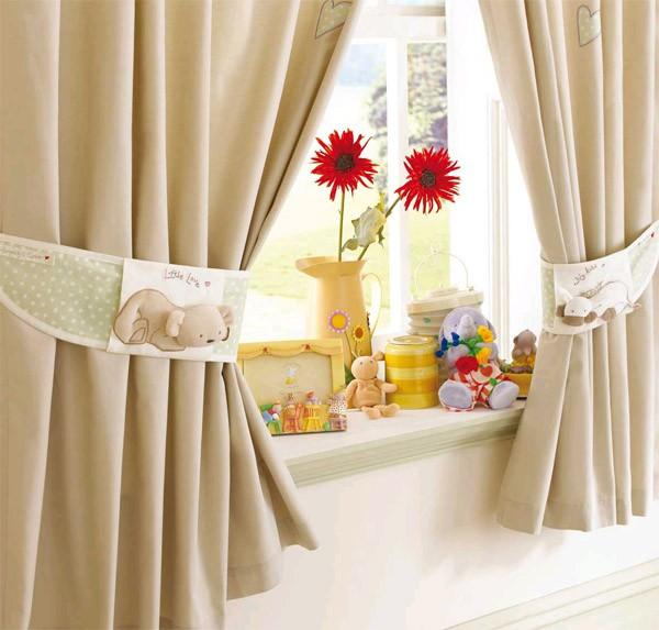 Фото классических штор в детскую для девочки