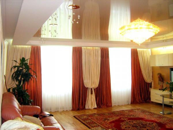 Фото штор для гостиной на два окна