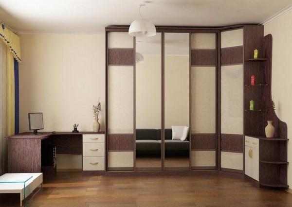Фото угловой стенки со столом для гостиной