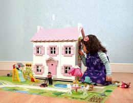 Кукольные домики в интерьере комнаты для девочек — развивающая игрушка и украшение покоев принцессы