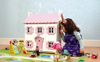 Кукольный домик  в детской комнате