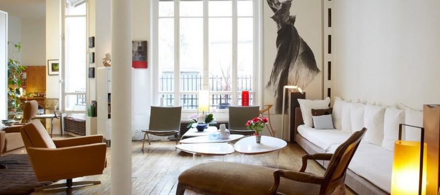 Журнальный столик в интерьере современной и стильной квартиры