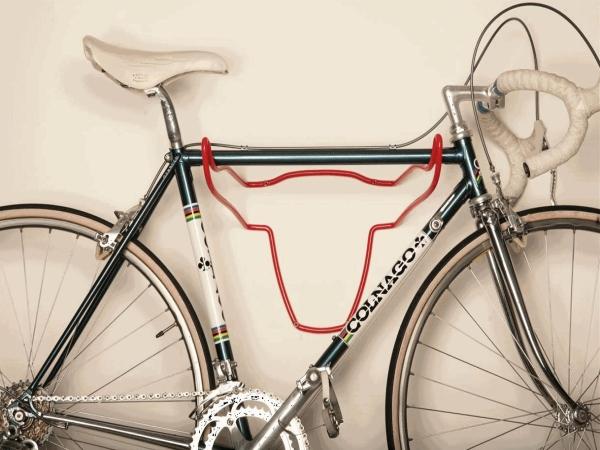 Использование стальных прутьев в качестве держателя для велосипеда