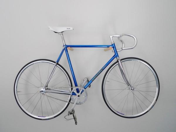 Простой и элегантный держатель для велосипеда